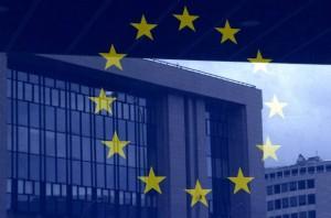 z12656596QOdbicie-budynku-Rady-Europejskiej-na-tle-flagi-UE